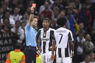 football_red-card_italy_serie-a_juventus_cuadrado.